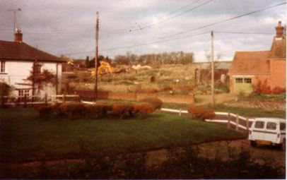 Pulling down barns in Kyte's Yard, 1985