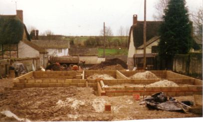 Construction of Tidulfhide House by Derrick Potter, 1987